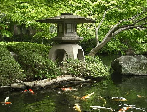 Đèn đá basalt sân vườn kiểu Nhật