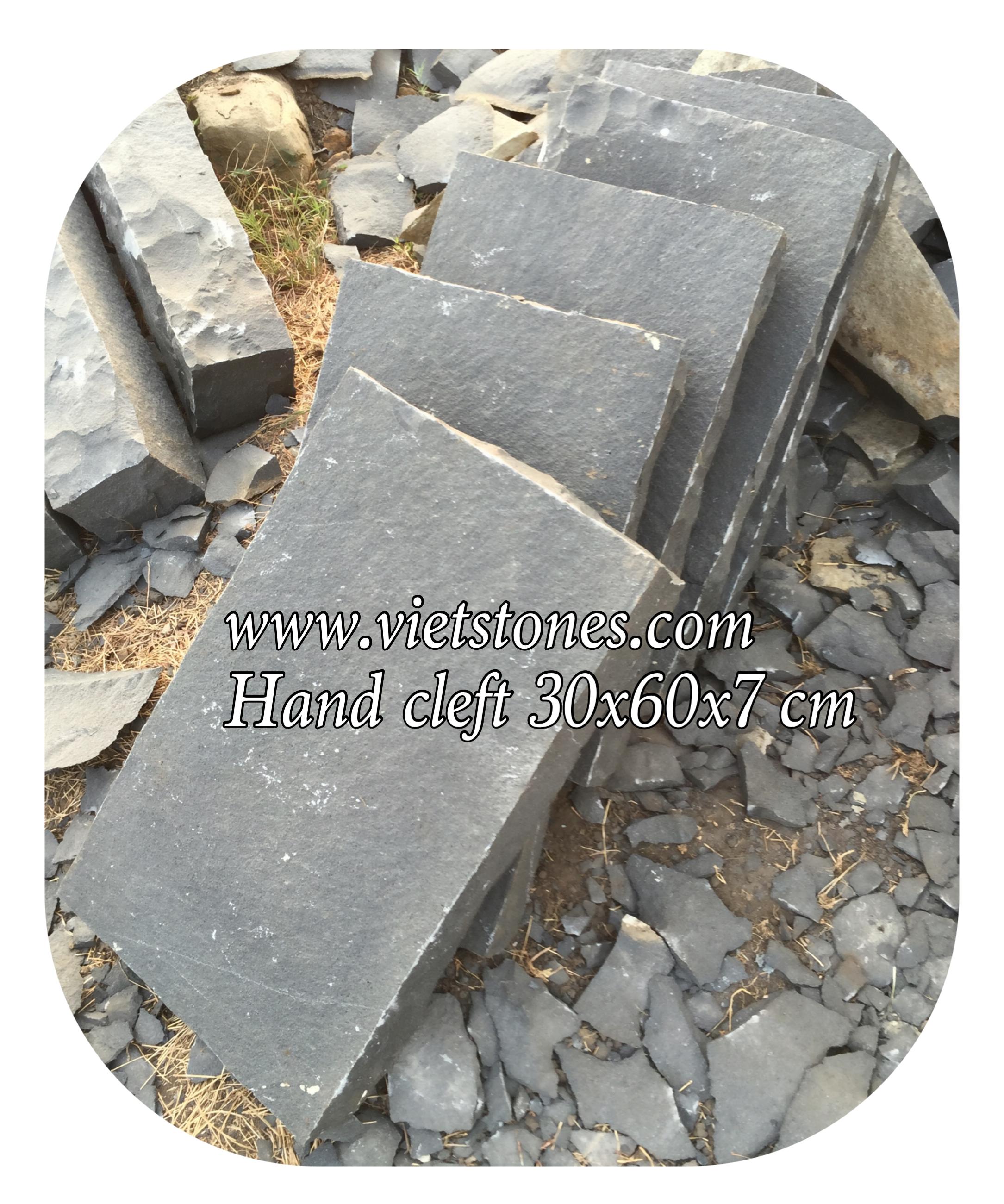 Basalt bước dặm chẻ tay 30 x 60 x 7 cm
