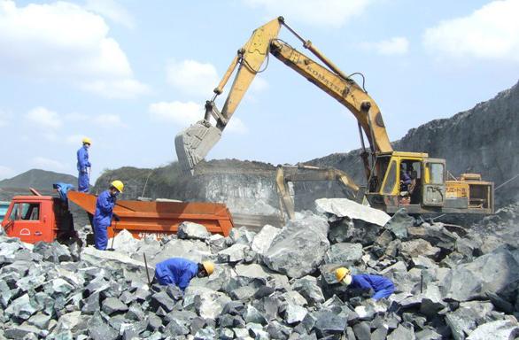 Chủ tịch Quảng Ngãi yêu cầu chấm dứt khai thác Mỏ đá Núi Én, Núi Dâu