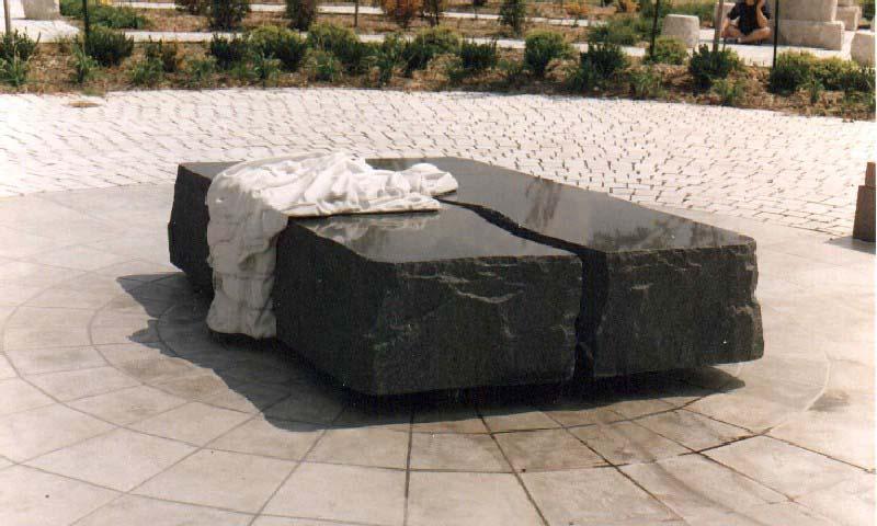 Băng đá bazan trang trí hồ bơi (Basalt stone swimming pool bench)